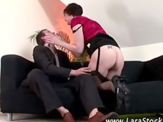 observe amateur cougar slut into pantyhose