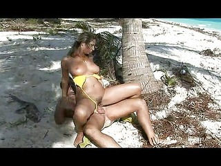 lady fucked on the beach