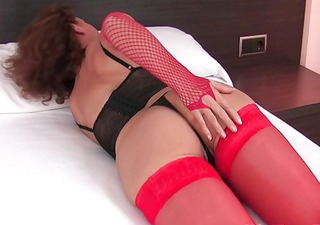 mature in nylons works her unshaved wet crack