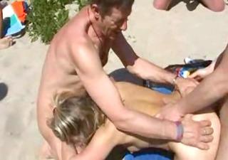 age - team fuck dans les dunes 10mo