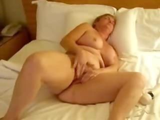 my mature bitch dildoing
