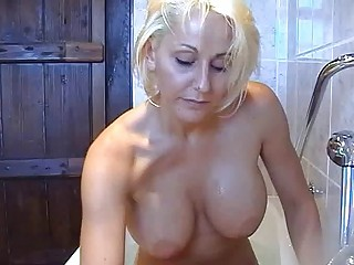 bootylicious horny blond momma teases with