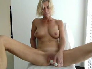 big boobs milf masturbates