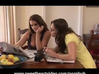 rayveness and dyanna lauren are woman lesbos!