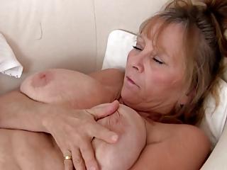 gorgeous elderly dildoing