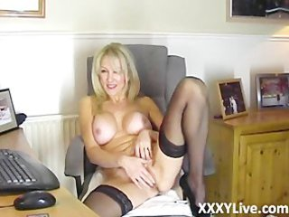 awesome bleached lady decides to masturbate with