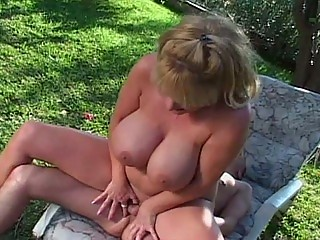 huge tit woman public porn into hooter nation