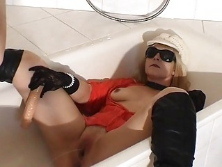 piss drinking amp lady inside the bath
